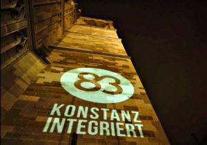 Die 83 als Symbol der Kampagne auf wichtigen Bauwerken in Konstanz.